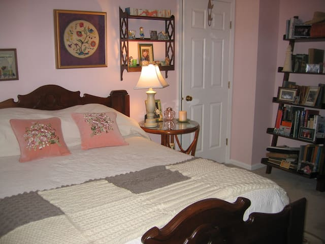 Double bed in quiet neighborhood - Mt Pleasant - Bed & Breakfast