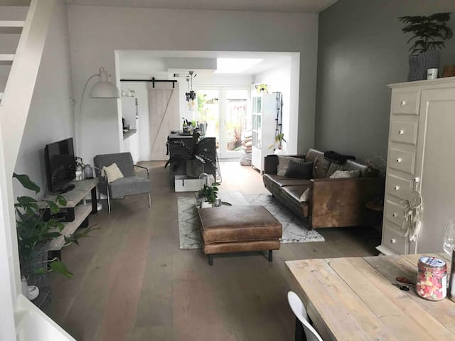 5 minutes from Haarlem station and center