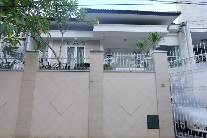 House 3BR with Pool-near PIM 1,2,3 and MRT Station