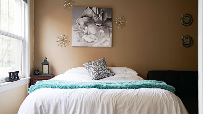 Comfy Open 1 bedroom Downtown Studio 97 Walkscore