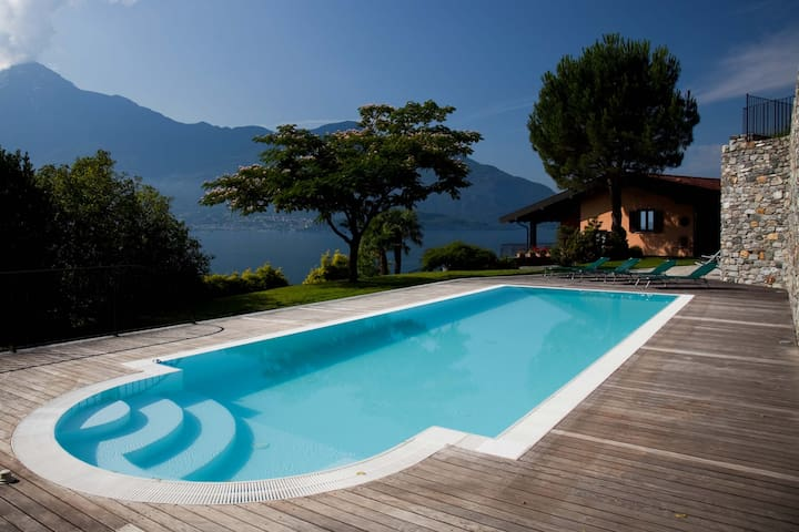 VILLA VENERE...piscina privata 2500mq e vista lago - Gera Lario - 別荘