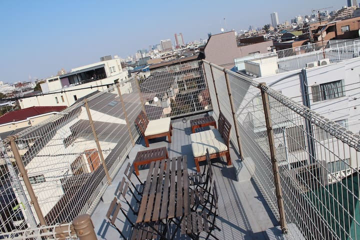 Stylish Apartment in Tokyo with Rooftop & Blue Sky