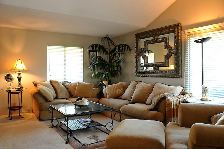 Beautiful condo in Gated community. - Palm Springs - Hus