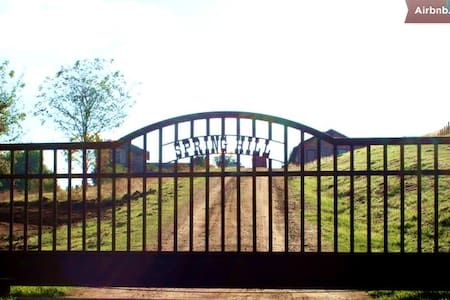 Spring Hill Ranch BnB & More - Exeter - 家庭式旅館