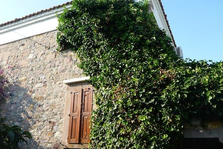 Lovely Stone House in Cunda w/ 3BD - Alibeyadasi, Cunda