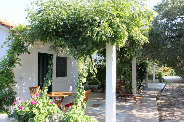 Romantic bungalow for two on Mljet - Babino Polje