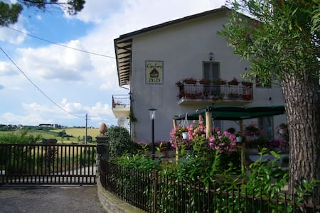 Intera struttura vicino Perugia - Filoncia - Bed & Breakfast
