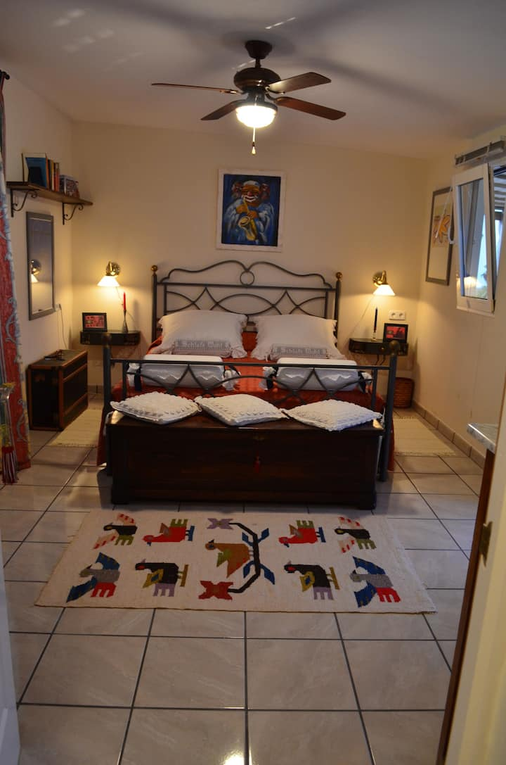 Private suite in rural Valencia.