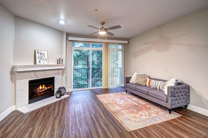 Clean, cozy place of your own | 2BR in Redmond