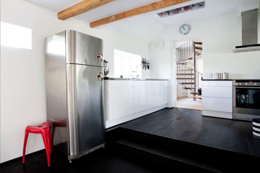 Køkken/alrum. Spisebord til 12