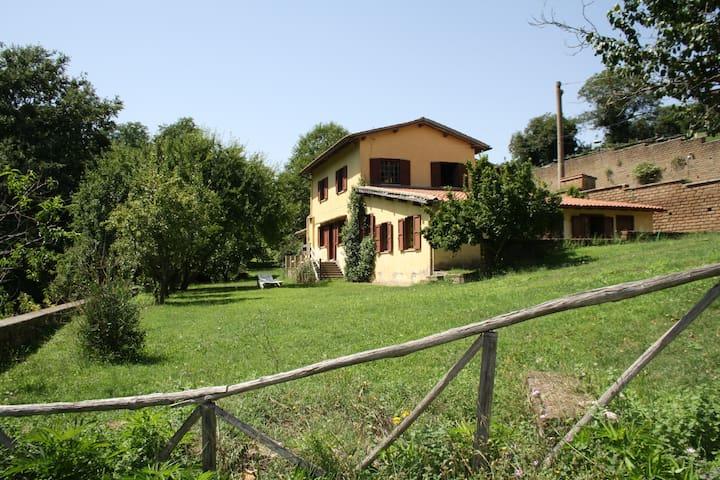 Casa di campagna  nel verde a 45 km di Roma. - Oriolo Romano - Dom