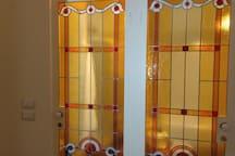 vetrate in vetro piombato soffiato a mano realizzato dagli artigiani dell' Accademia di Brera