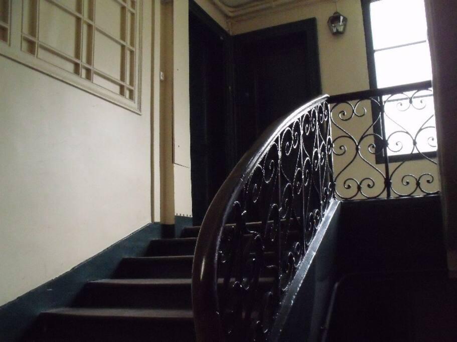 escalier et rampe conduisant au 1er étage