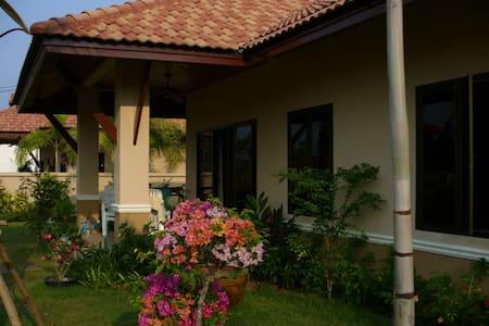 private villa near pristine beach - Takua Pa  - Дом