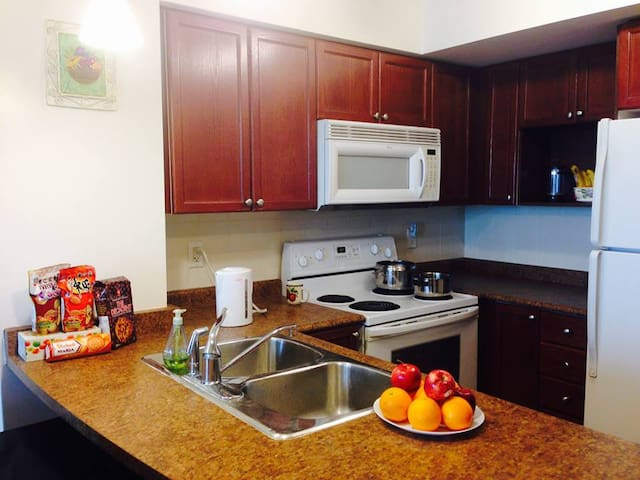 Quirky and Modern 2bd/2bth Suite DT Toronto ☆☆☆☆☆