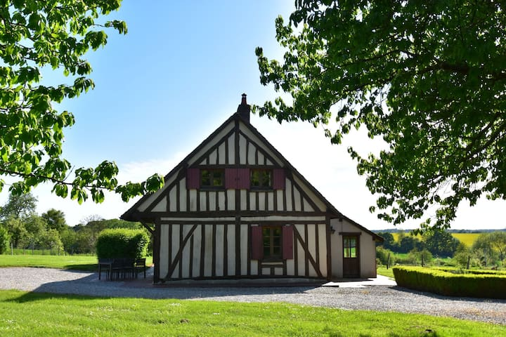 Authentic house on large estate in rural Saint-Maurice-sur-Aveyron