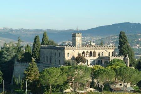 Castello di Badia - La Limonaia - ポッジボンシ