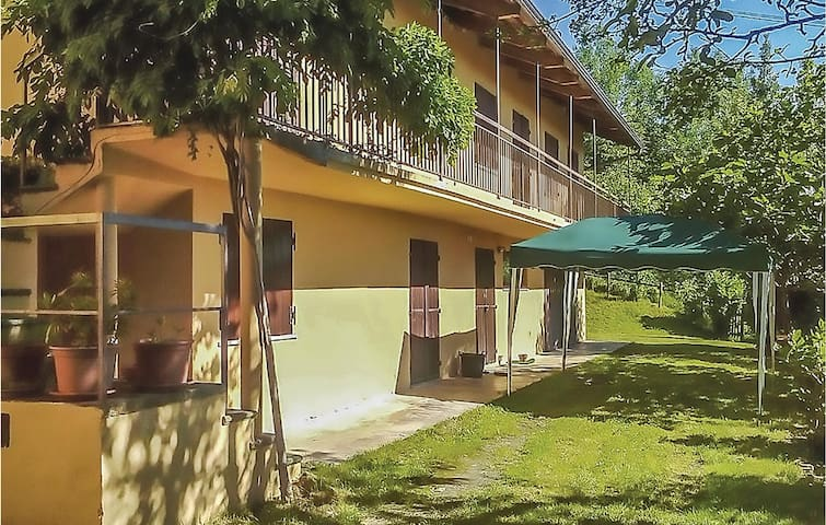 Holiday cottage with 2 bedrooms on 200m² in Colleretto Castelnuovo