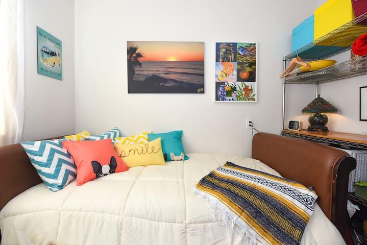 Windansea Cozy Bedroom (in beach block) - San Diego - House