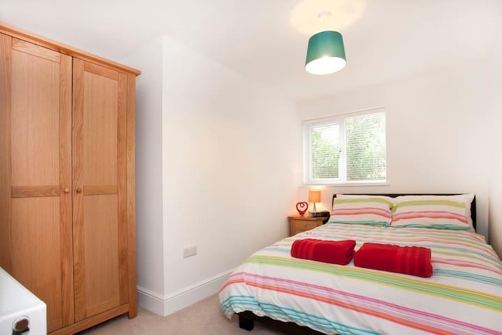 Garden View 2 Bed Apartment - West Bridgford - Apartment