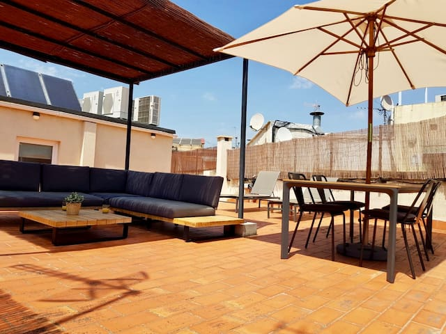 COZY PENTHOUSE APARTMENT WITH PRIVATE TERRACE