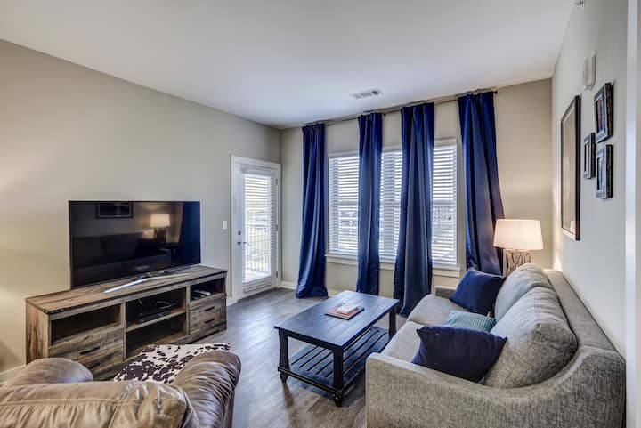 The Charlesville #303 Condo *Walk Downtown*