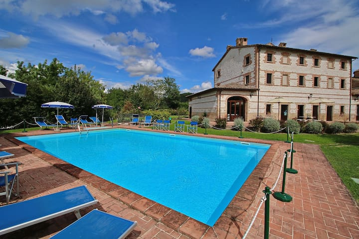 Exquisite Cottage in Urbania with Swimming Pool