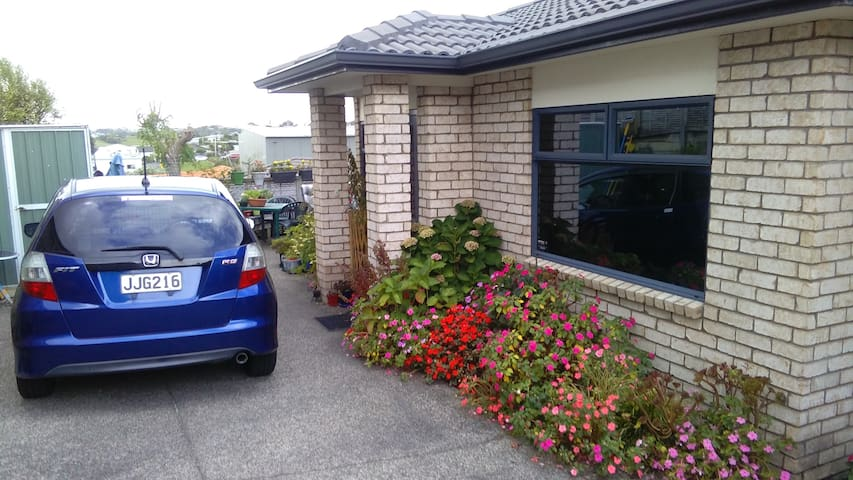 Stanmore Bay garden home - Whangaparaoa - Bed & Breakfast
