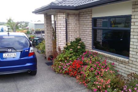 Stanmore Bay garden home - Whangaparaoa - Bed & Breakfast