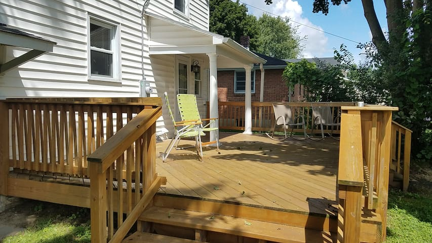 Enjoy this private back deck.