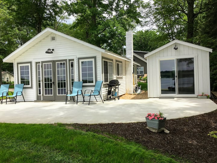 Hillview Lakefront Cottage #4