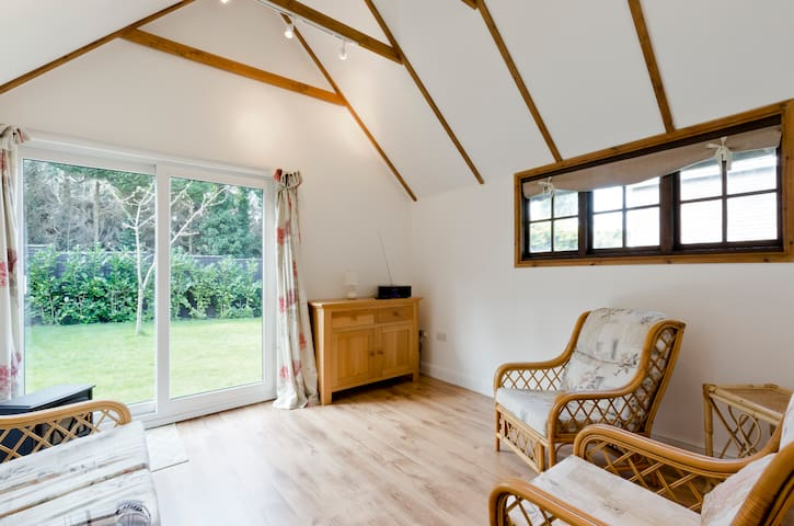 Converted barn in conservation area - Farnham - กระท่อมบนภูเขา