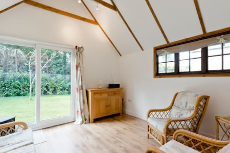 Converted barn in conservation area - Farnham - Σαλέ