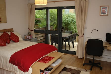 Contemporary Private Bedsit - Bristol
