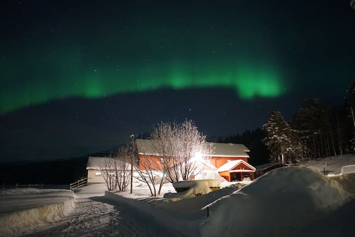 Beautiful spot for nothern lights - Øverbygd