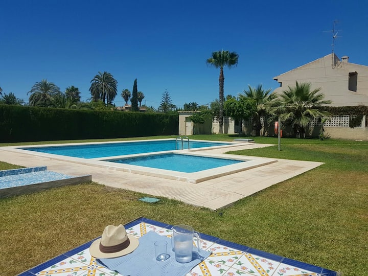 Charming family home w pool in Alicante, sleeps 6