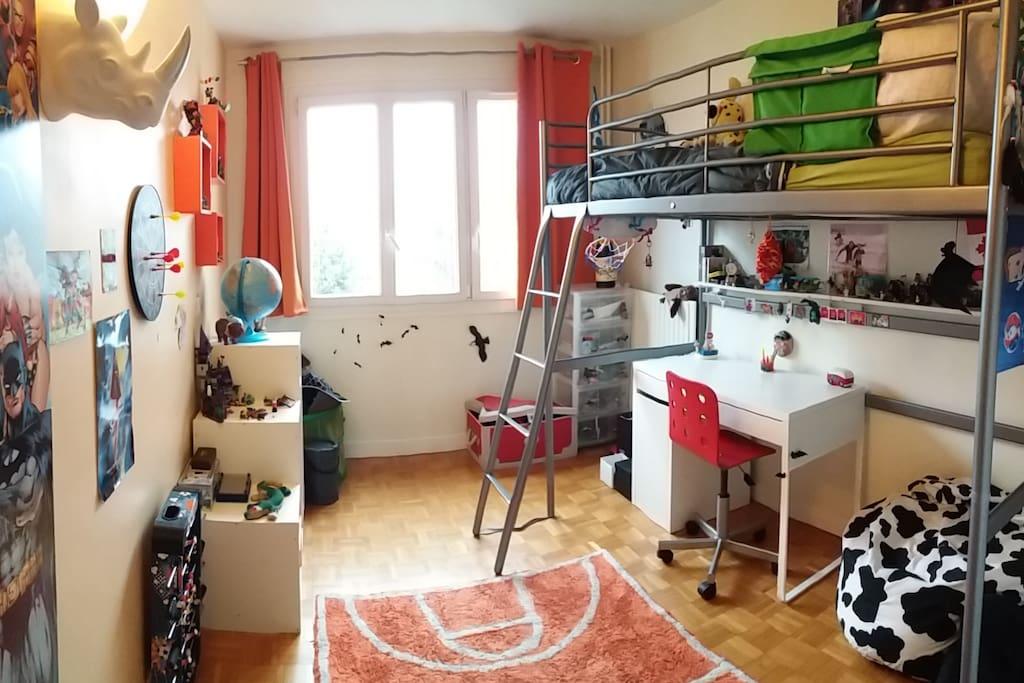 Chambre enfant 1 lit en hauteur
