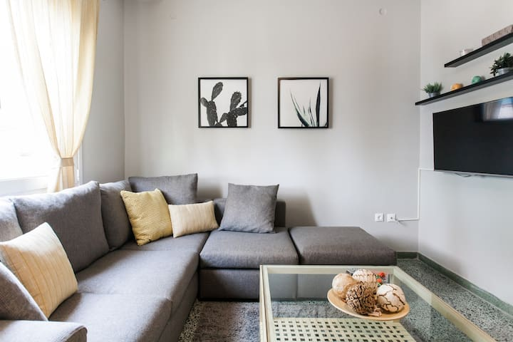 Fully renovated apt in the central Athens!