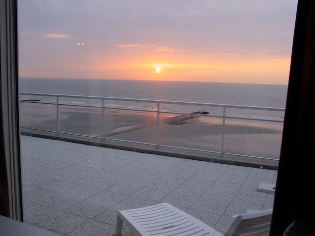 Penthouse with 8m frontal sea view + - Middelkerke - Lejlighed