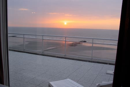 Penthouse with 8m frontal sea view + - 米德尔克尔克  (Middelkerke) - 公寓