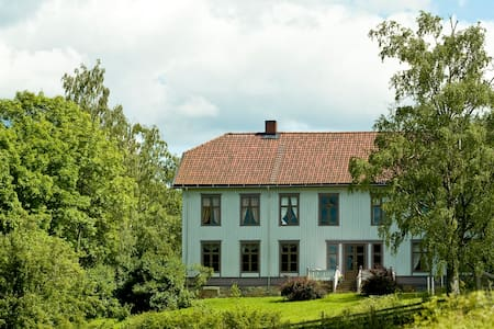 Sveinhaug Farm & Historical Pension - Rudshøgda - Bed & Breakfast
