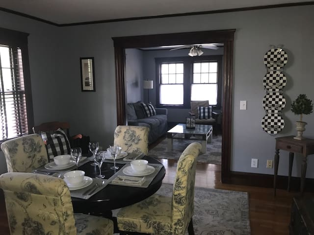 Private 2 bedroom apartment close to Boston
