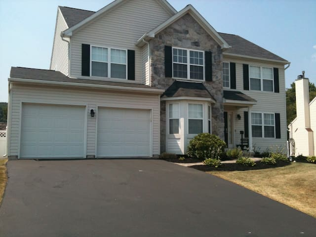 4 bedroom single home in Pottstown, - Pottstown - House