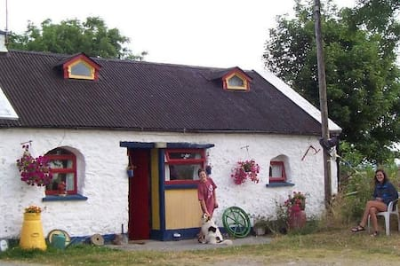 Cosy Traditional Ivy Farm Cottage  - North Tipperary