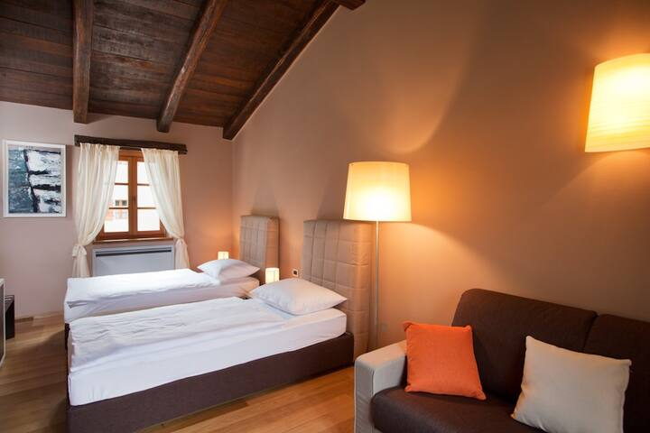 Villa Poropati, Groznjan, Istria - Wing B (1. floor): Bedroom with two single beds (2 x 90cm x 200cm)