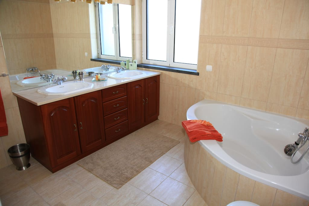 Bathroom with large tub, shower, double sinks, & bidé