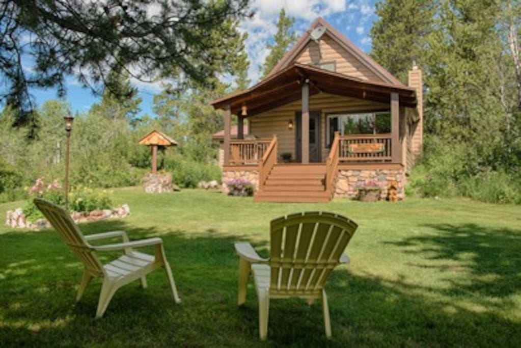 Yellowstone cabin vacation rental cottages for rent in for Log cabins in yellowstone national park