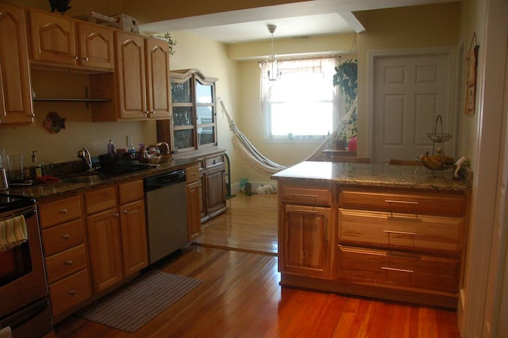 One bedroom in a cool Apt close to Harvard Square!