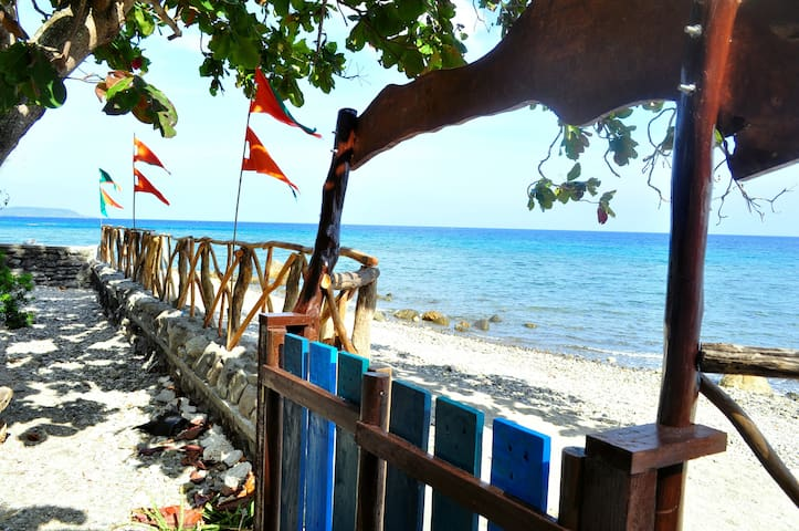 Beach guest house for 4 pax - Bayan ng San Juan - Gästhus