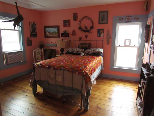 Eclectic artsy room West Catskills - Delhi - Rumah